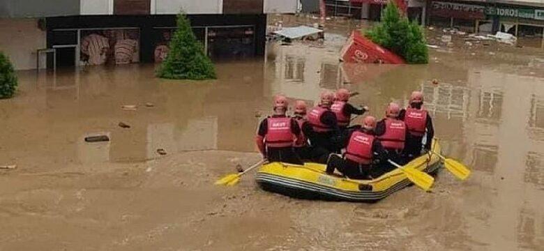Arhavi sel felaketinde 576 kişi ve 4 köpek tahliye edildi.