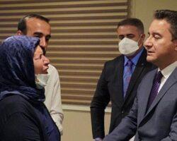 Ali Babacan, Emine Şenyaşar ve Ferit Şenyaşar'la görüştü